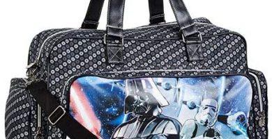 Mochila o Bolsa de Viaje con Bolsillos Star Wars Vader con medidas 33x59x26 cm.